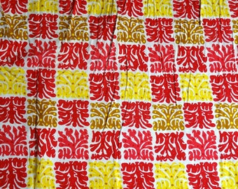 Tissuviscose motifs ethnic red and yellow on white background