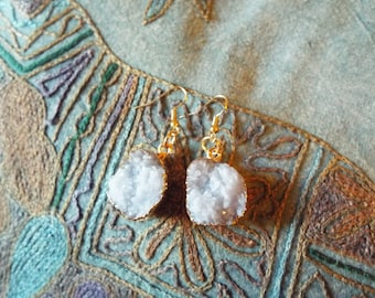 RICHARME Asymmetrical Round Gray Druzy Earrings
