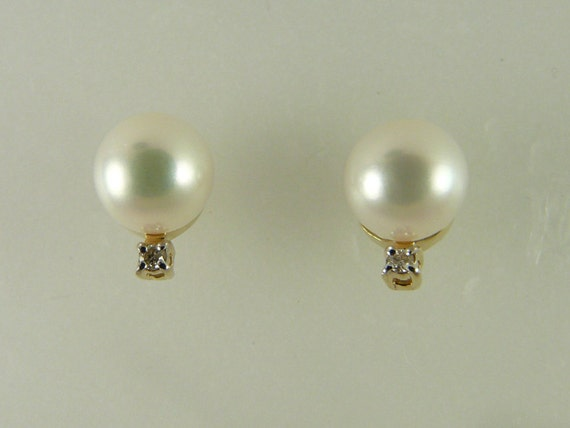 Freshwater White 7.8 mm Pearl Earring 14k Yellow Gold and Diamonds 0.04ct
