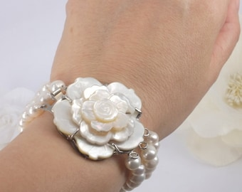 Khloe - Freshwater Pearl and Mother Pearl Flower Bracelet