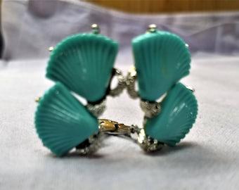 Vintage Turquoise Sea Scallops Clip On Earrings Mid Century Plastic Thermoplast #B1209