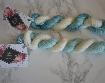 "Mini skein / yarn hand dyed ""bout sky"" / Superwash merino / sock yarn"