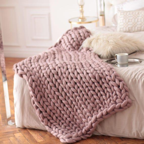 Wool Hugs Dusty Pink Chunky Knit Blanket. Chunky Knit Throw