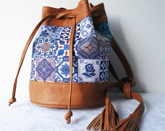 Women canva bucket bag. Camel vegan handbag . Tiles printed canva vegan bag. Camel shoulder bucket bag. Shoulder bucket bag.