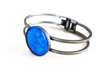 Metallic blue resin cuff bracelet / Round ocean bracelet / Antique silver bracelet / Sea inspired bracelet / Cute bracelet / FREE SHIPPING