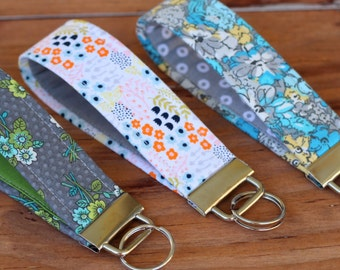 Floral Key fob, Wristlet Key Fob, gray floral fabric wristlet, white id holder keychain, gift for mom, gift under 10, key chains, keyfob
