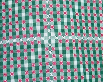 Gingham Table Cloth Red Star Center Needlepoint