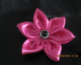 Fuchsia satin flower and a black button and Brown Center dimension 8 cm