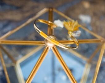 Bracelet jonc LYRE - étoile en nacre et tissage en coton jaune moutarde