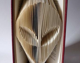 Cadeau - Alien - Livre plié - Sculpture - Recyclage