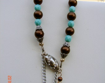 Bracelet with turquoise and dark umber beads
