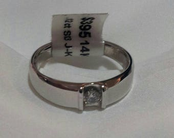 14K White Gold and .12 ct Solitaire Diamond Ring, Size 8 1/4