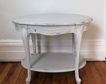 Merveilleux Vintage French Style Side/End Table