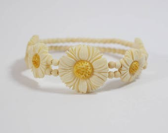 Japanese Celluloid Carved Daisy Flower Beaded Bracelet Cream with Yellow