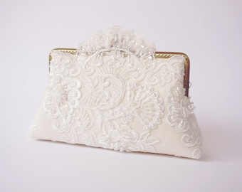 Ivory Scalloped Lace Clutch / Vintage Inspired / Wedding Purse / Bridal Clutch / Bridesmaid Clutch