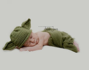 Knit Yoda Hat (Newborn Photo Prop)