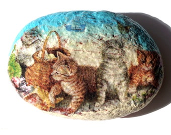 Decorative paperweight, kittens at the beach Pebble.