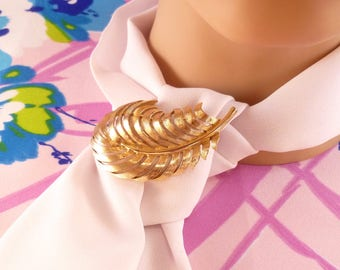 Vintage Crown Trifari brooch - gold feather