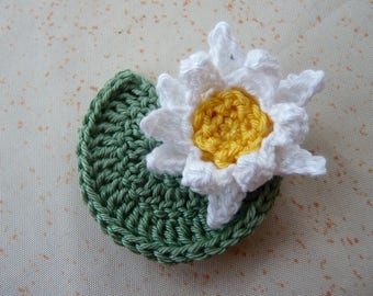 1 Lily 5 cm and its leaf crochet - 2 pieces