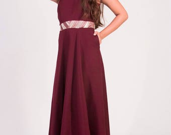 Elegance. Floor length dress.