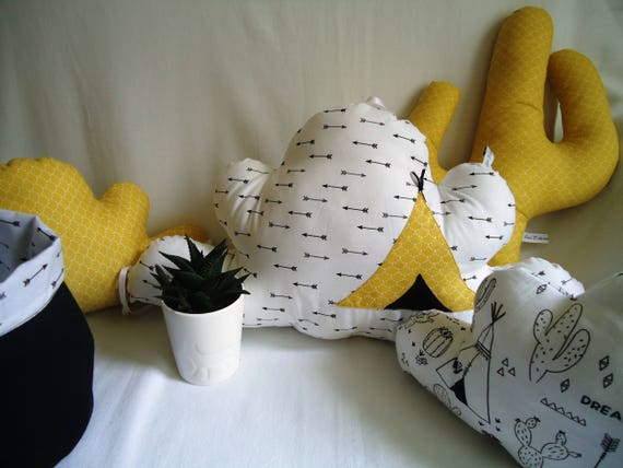tour de lit nuages fait main th me tipis cactus. Black Bedroom Furniture Sets. Home Design Ideas