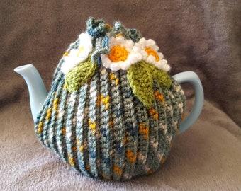 """4 Cup Tea Cosy. Handmade crochet """"Daisy Chain""""."""