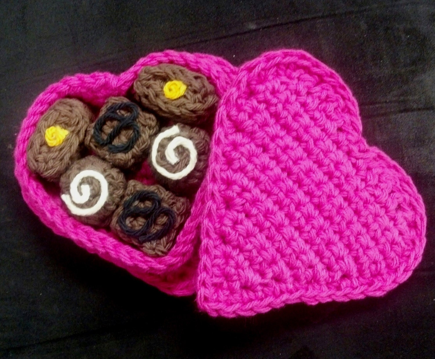 Amigurumi Crochet Pattern - Quick and Easy Valentine\'s Day Heart ...
