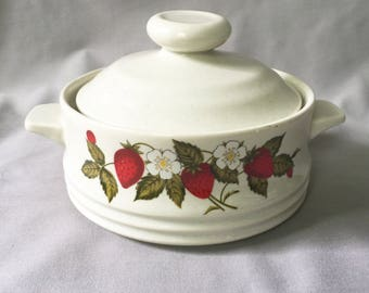 Bake Serve'n Store Stoneware Baking Dish // Vintage Baking Dish // Strawberry and Floral // 80s (B15)