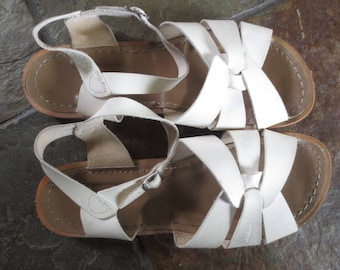 Vintage Adult Size, Salt Water Sandals, White, Size 10 W,  Women's // Buckle At Ankle, Closure, Excellent Condition...10 W