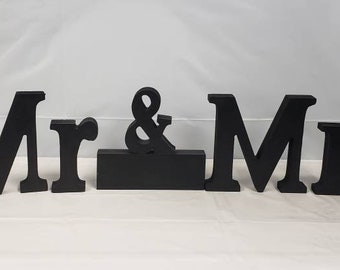 Mr & Mrs stand up letters
