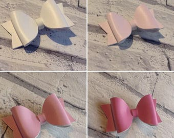 Small colour changing hair bow, from white to pink bow. Hair clip.