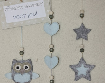 felted decoration for the boys Babykamerpaleis, with a owl, stars and hearts.