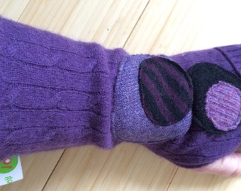 Cashmere Cuffed Fitted Texting Gloves - made from recycled wool sweaters - purple, black dots size L