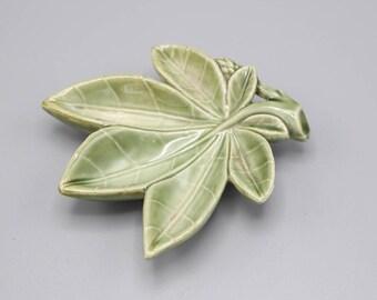 Wade Ceramic Leaf Shaped Trinket Dish Green Gloss Glaze Made in Ireland