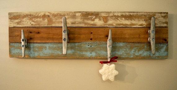 handmade pallet towel rack pallet coat rack rustic towel. Black Bedroom Furniture Sets. Home Design Ideas
