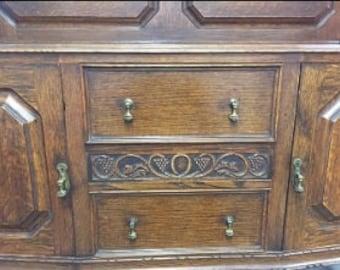 Antique English Quarter Sawn Golden Oak Buffet Sideboard With Hidden Drawer C.1910.