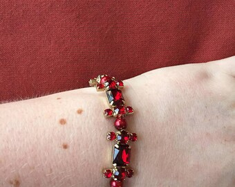 Red gem stretch bracelet! SHIPS IMMEDIATELY from USA!