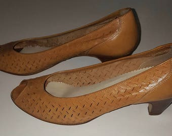 Vintage 1980s Bandolino Tan Woven Leather Womens Pumps size 7 M