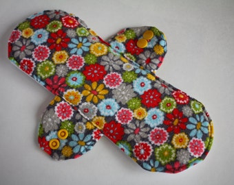 """Incontinence Pad Retro Floral on Gray 9"""""""