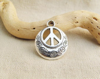 5 charms in peace and love 24mm x 20mm silver aged A22148