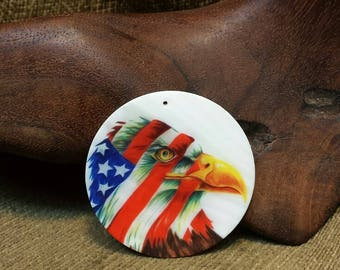 Patriotic Eagle on Flat White Silky Smooth Round Shell