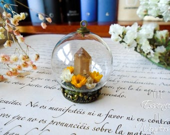 Quartz pendant, terrarium necklace, crystal necklace, dried flowers necklace, floral pendant, floral jewelry, vintage necklace, cameo