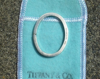 Authentic   T and CO......Tiffany and Company Keychahin in 925 silver.....oval split Ring....Rare....discountinured