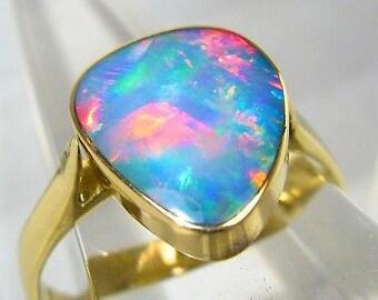 Pastel Reds! Australian Opal Inlay on Black Boulder solid 14k gold 2.5gm ring 52