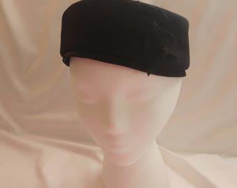 1950s Glenover Henry Pollak NY Black Pillbox Tie Hat