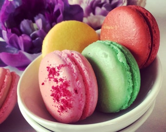36 French Macarons