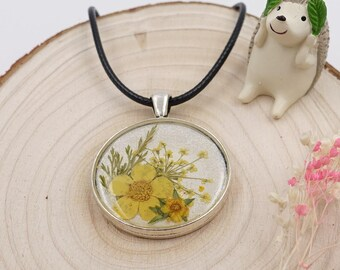 Pressed flower resin necklace/dried flower pendant/Real flower jewelry/Antique silver necklace/botancial jewelry