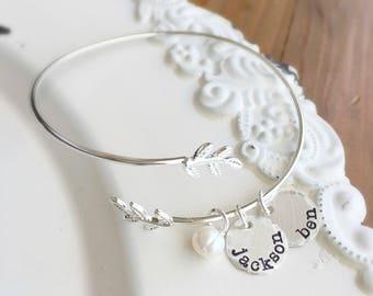Mothers Day Gift . Personalized Bracelet . Personalized Bangle Bracelet . Name Bracelet . Custom Bracelet . Mother Bracelet