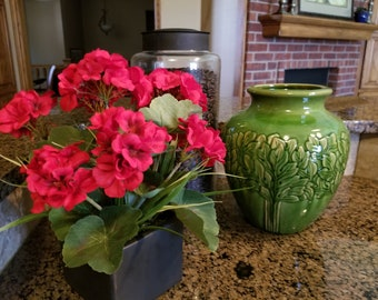 Red Geraniums arrangement, Summer Arrangement, Farmhouse Kitchen Decor, Geraniums Arrangement, Farmhouse Arrangement, Farmhouse Decor