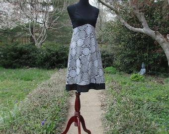 Vintage Hippie FESTIVAL SUNDRESS, 90s Boho, Short Cotton Dress, Halter Top, Black & White, Indie Folk flower print, knee-length babydoll, M